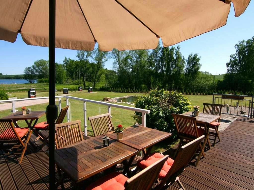 Hotel in Schwerin - Alago Hotel am See mit Terrasse in Cambs